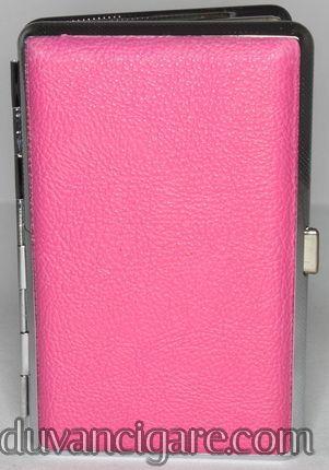 Zenska tabakera za 100s cigarete u roze boji.